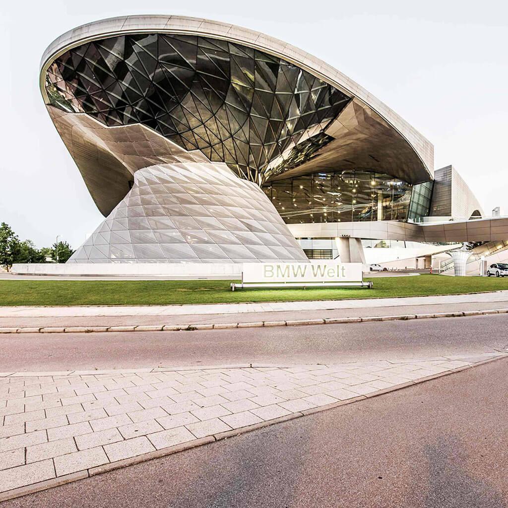SKRUFF Designagentur Werbeagentur Rosenheim Projekte Fotografie koeppel BMW Welt