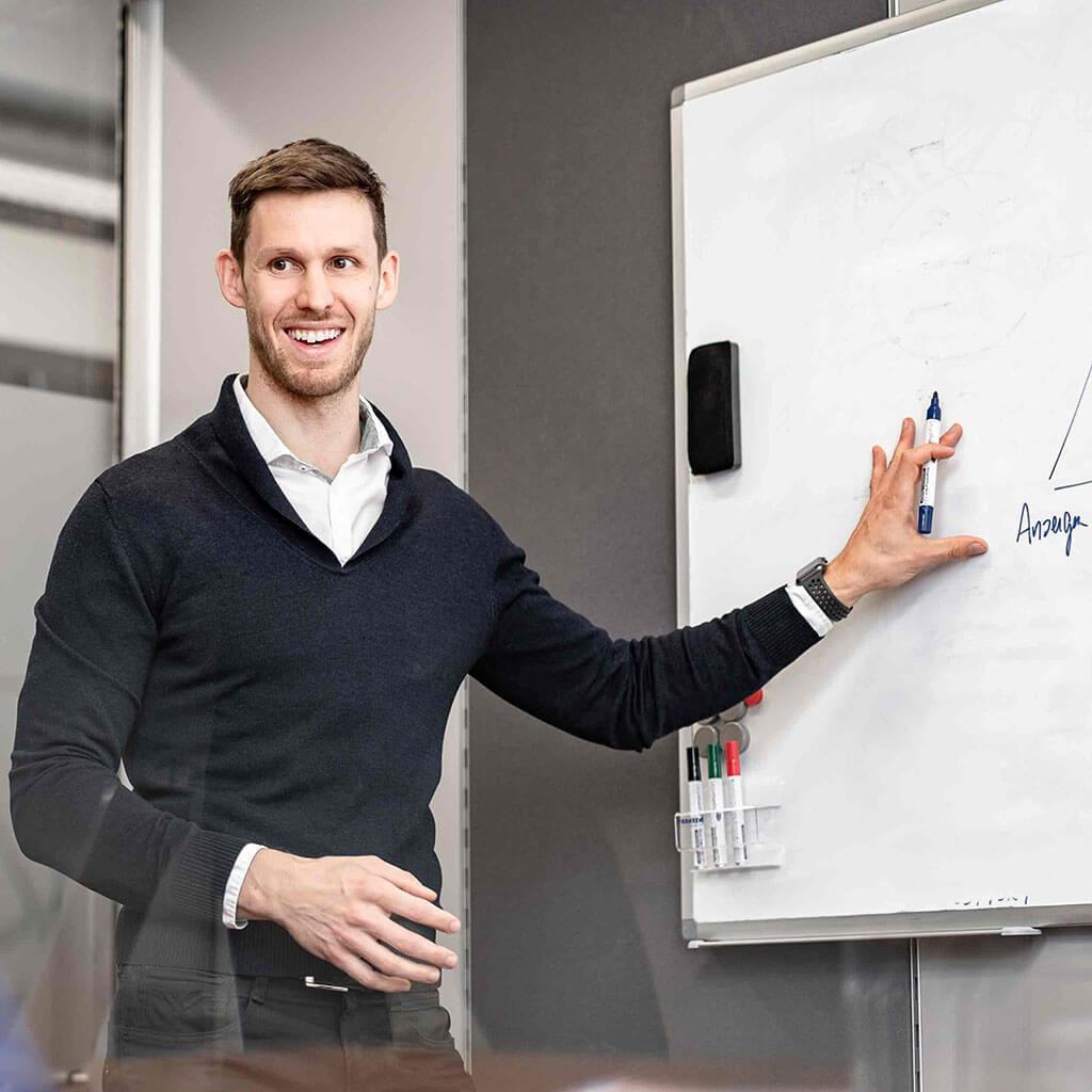 SKRUFF Designagentur Werbeagentur Rosenheim Projekte Fotografie joblocal BMWwelt Vortrag Whiteboard