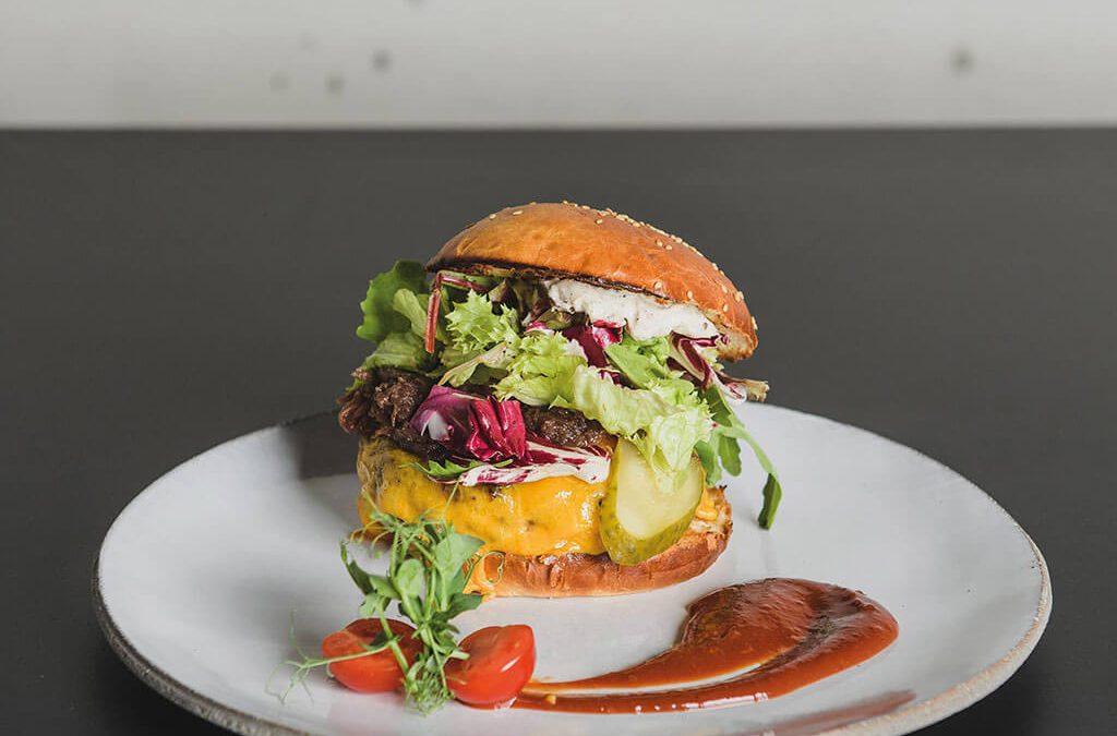 SKRUFF Designagentur Werbeagentur Rosenheim Projekte Fotografie Knickerbocker Burger Teller