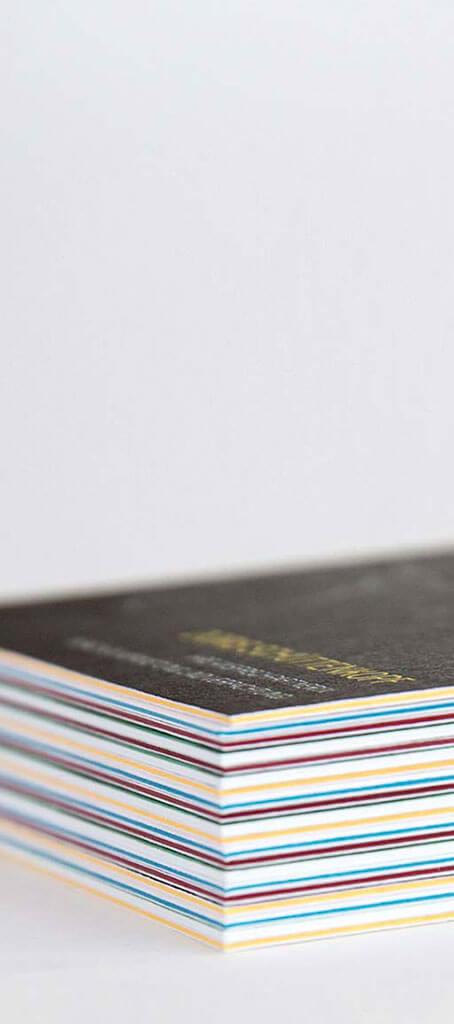 SKRUFF Designagentur Werbeagentur Rosenheim Projekte Print Design quer Visitenkarten farbiger Querschnitt