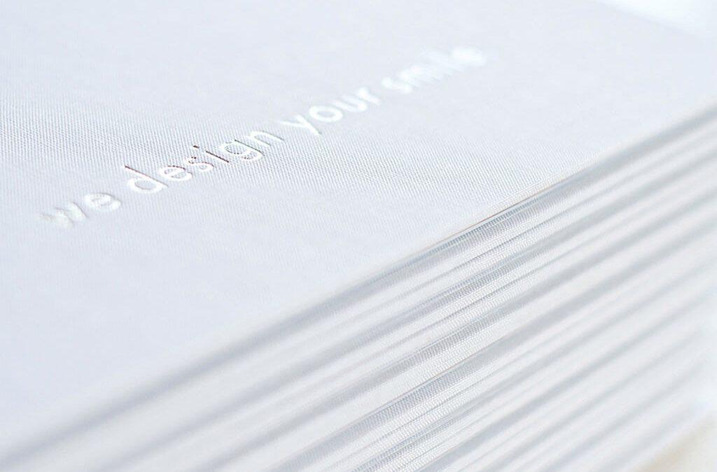 SKRUFF Designagentur Werbeagentur Rosenheim Projekte Print Design Heißfolienprägung weiß